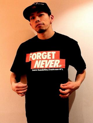 FORGET NEVER T-SHIRT / ブラック